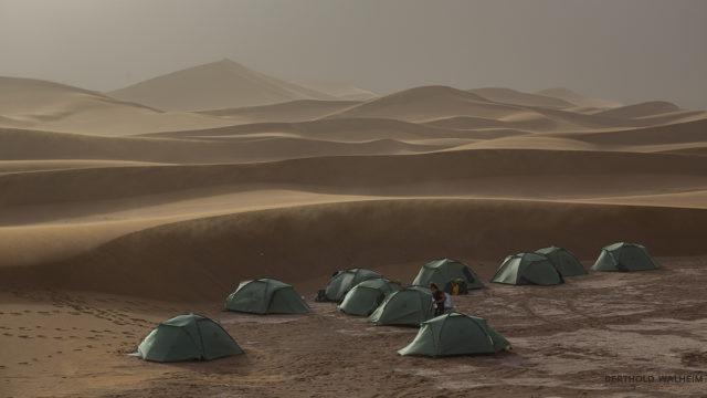 Da liegt was in der Luft! Lager an den Chegaga-Dünen; Marokko