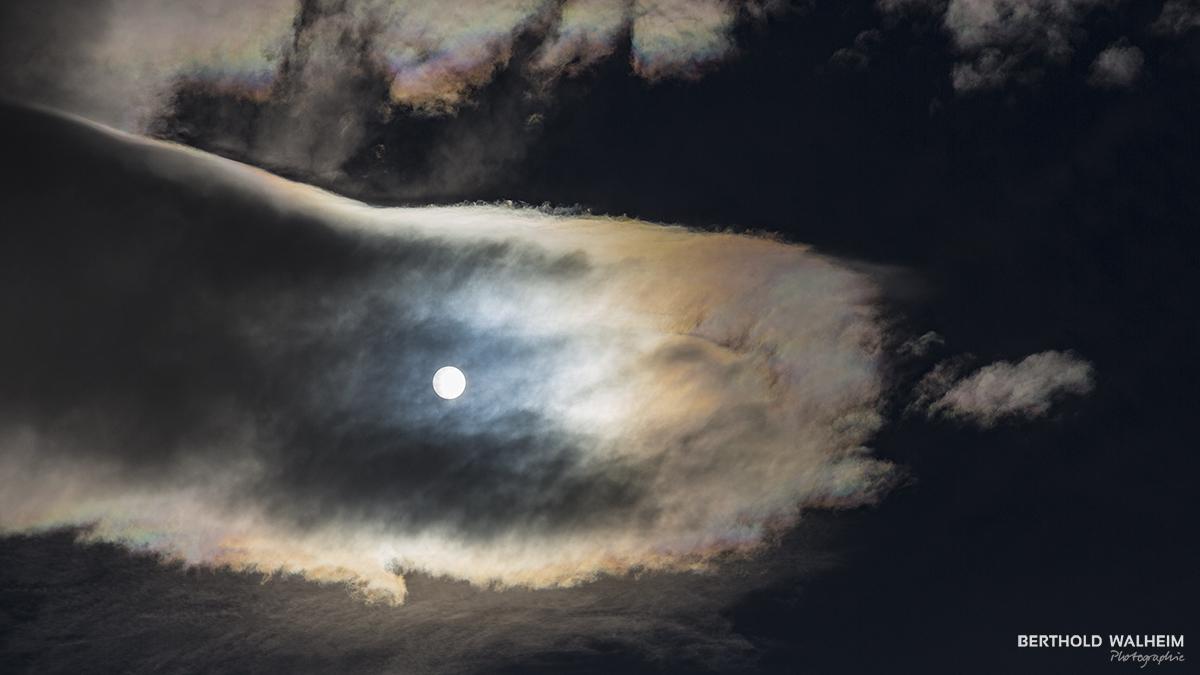 Sonne-Wolken-Spiel