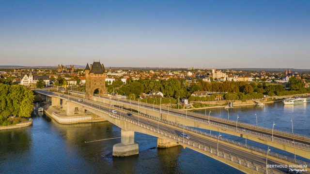 Worms am Rhein mit Nibelungenturm