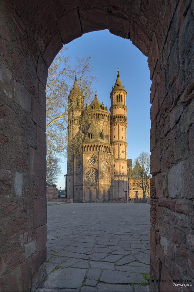 Dom St. Peter; Ansicht von Westen