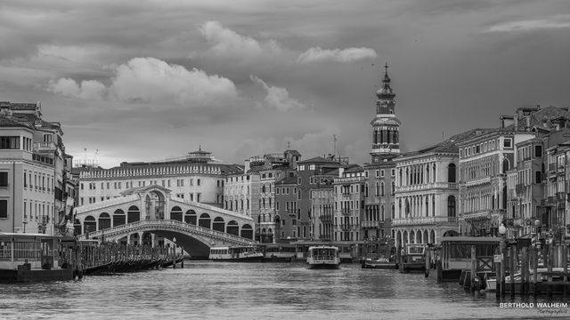 Venedig; Canal Grande mit Rialtobrücke