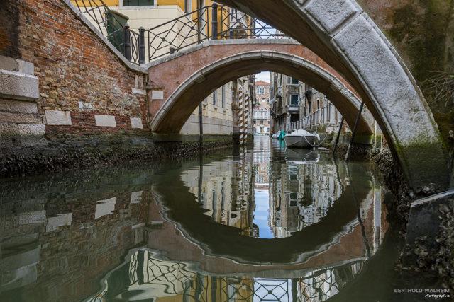 Venedig; Unter der Brücke