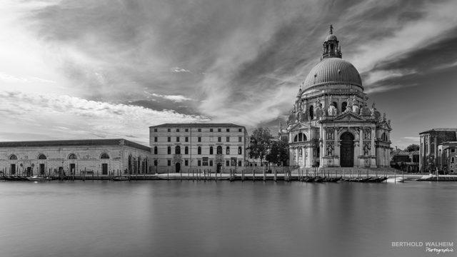 Venedig; Basilika Santa Maria della Salute und Kunstmuseum Punta della Dogana