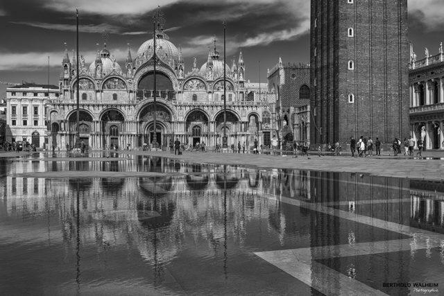Venedig; Markusplatz mit Basilica di San Marco