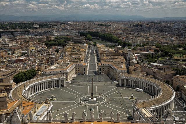 Rom; Blick über den Petersplatz auf Rom