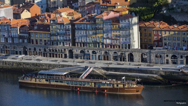 Portugal; Blick auf Porto am frühen Morgen