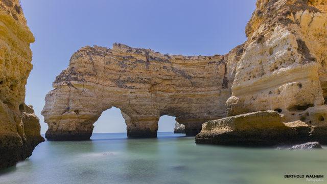 Portugal; Felsentor Praia Marinha